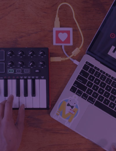 pic of midi controller and laptop